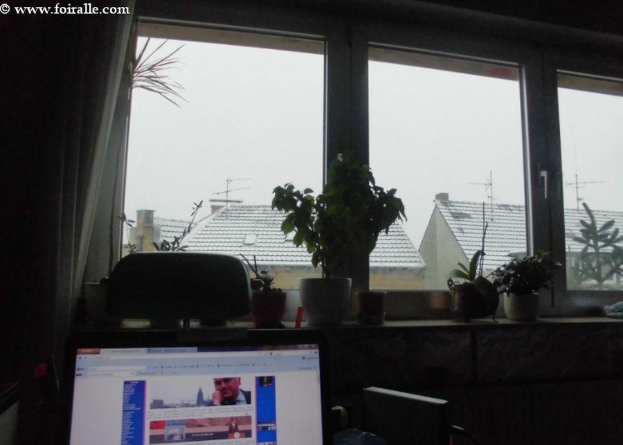 Tombe la neige impressions le 07 dcembre 2012 travers la for Fenetre internet